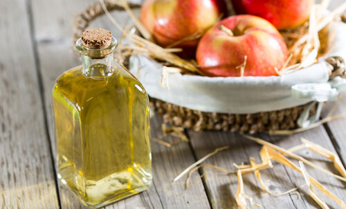 apple cider vinegar - removing skin tags